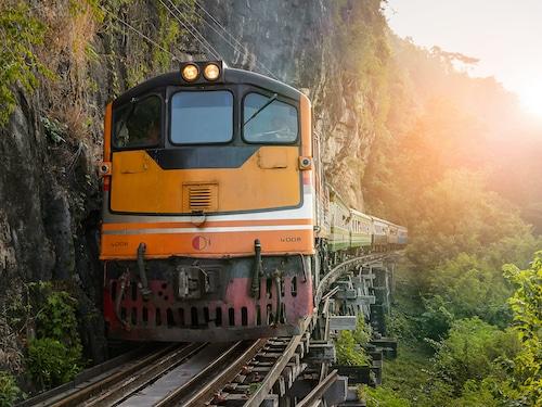 Train dException Avenue des Voyages