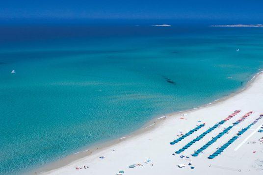 Immense plage idéale pour la baignade en Sardaigne en demi pension 3