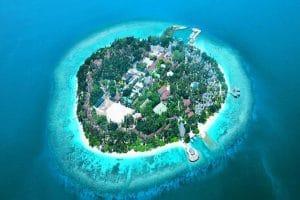 Les Maldives vous accueillent à bras ouverts dans ce Resort 4 4